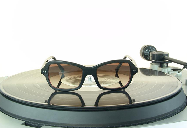 Óculos feito com disco de vinil 9ee681a146
