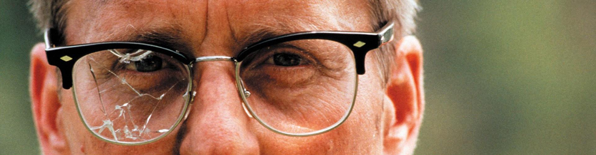 a8f930447 Ray-Ban® e a fama por trás dos óculos. A moda muda, as tendências passam,  as grifes surgem e desaparecem, o que era cool hoje, é chato amanhã.