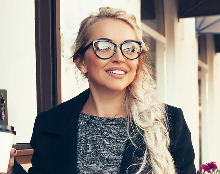 cefa42ac3afd6 Como escolher óculos para rosto redondo  - Frames