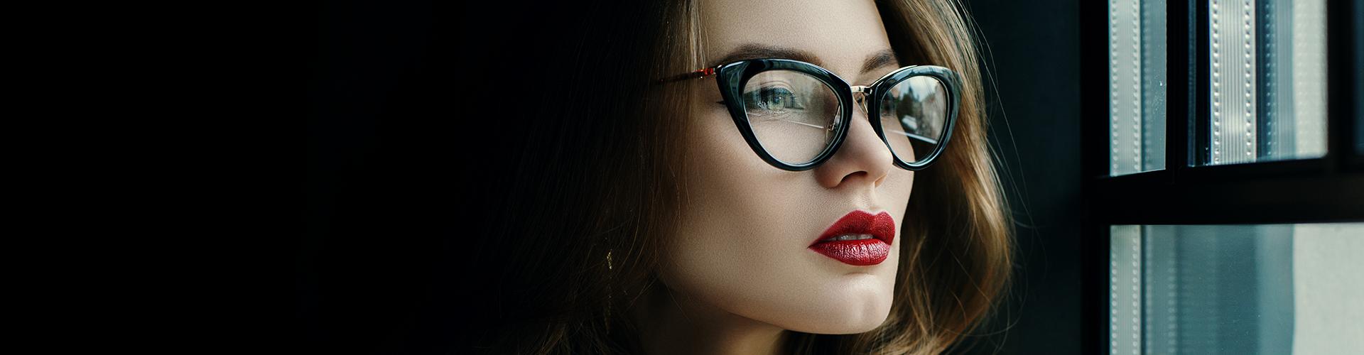 a0ad98b8cebec Quem usa óculos sempre se lembra da primeira vez em que testou as novas  lentes e descobriu um mundo muito mais nítido. De repente, cores ficam mais  vivas, ...