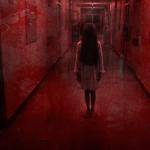 menina corredor vermelho terror